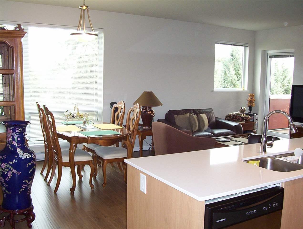 Condo Apartment at 307 20331 DEWDNEY TRUNK ROAD, Unit 307, Maple Ridge, British Columbia. Image 4