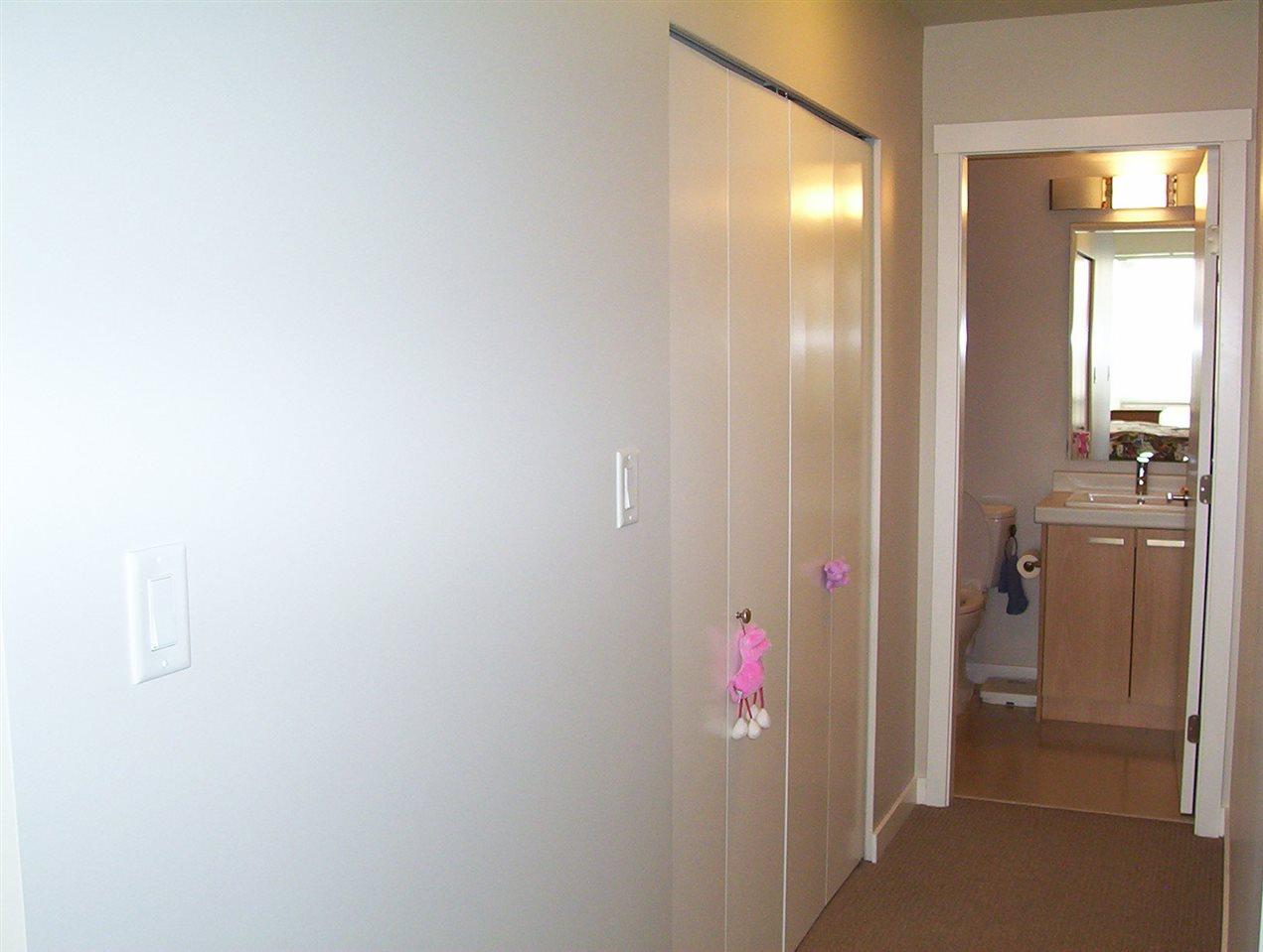 Condo Apartment at 307 20331 DEWDNEY TRUNK ROAD, Unit 307, Maple Ridge, British Columbia. Image 10