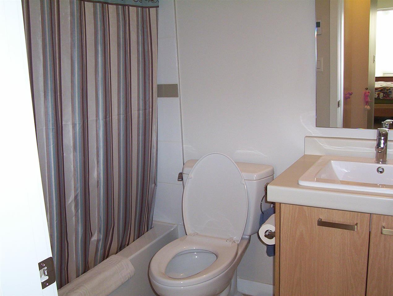 Condo Apartment at 307 20331 DEWDNEY TRUNK ROAD, Unit 307, Maple Ridge, British Columbia. Image 11