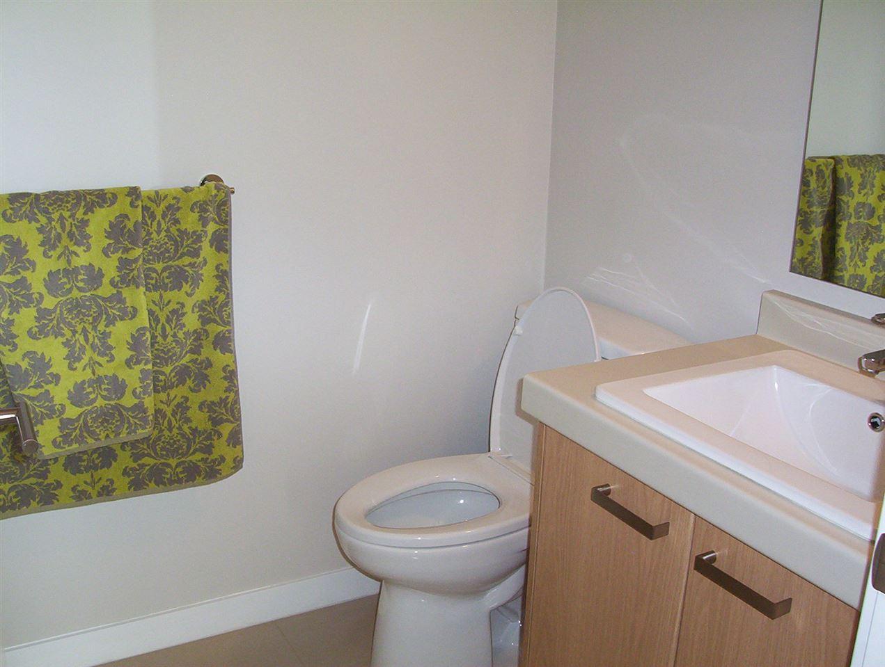 Condo Apartment at 307 20331 DEWDNEY TRUNK ROAD, Unit 307, Maple Ridge, British Columbia. Image 14