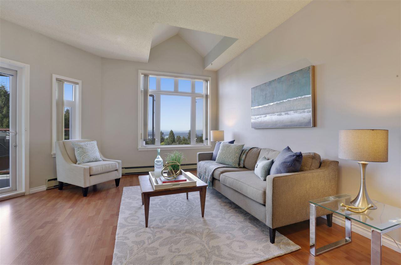 Condo Apartment at 501 2800 CHESTERFIELD AVENUE, Unit 501, North Vancouver, British Columbia. Image 1