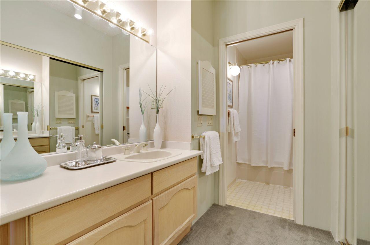 Condo Apartment at 501 2800 CHESTERFIELD AVENUE, Unit 501, North Vancouver, British Columbia. Image 12