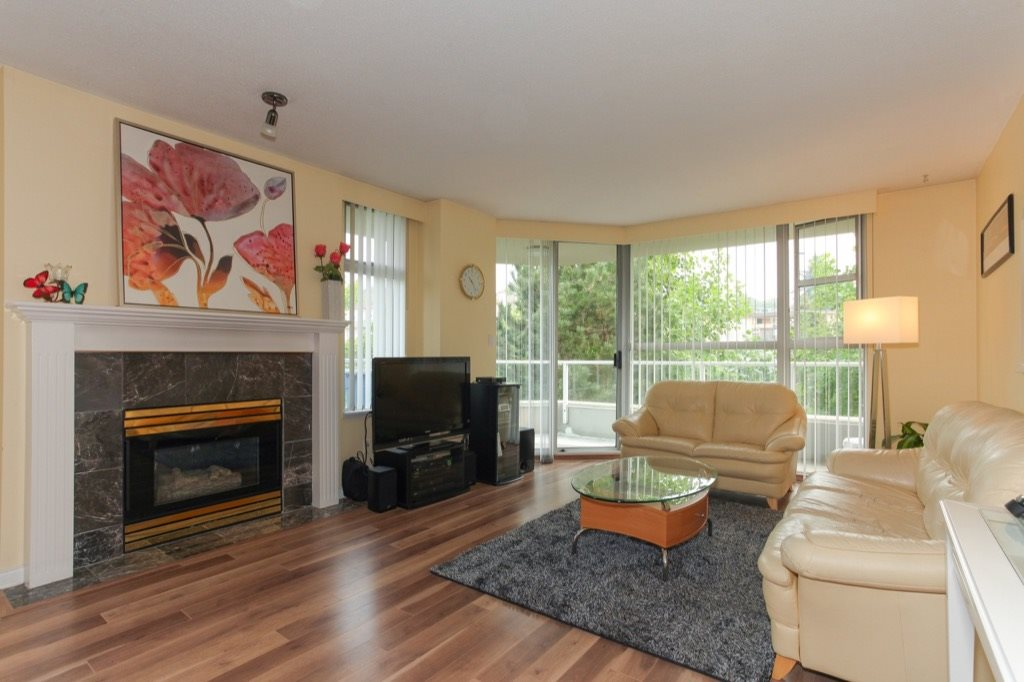 Condo Apartment at 602 412 TWELFTH STREET, Unit 602, New Westminster, British Columbia. Image 2