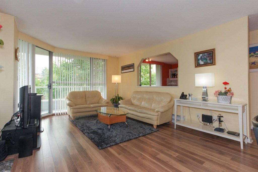 Condo Apartment at 602 412 TWELFTH STREET, Unit 602, New Westminster, British Columbia. Image 5