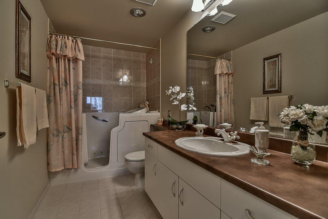 Condo Apartment at 502 15030 101 AVENUE, Unit 502, North Surrey, British Columbia. Image 14