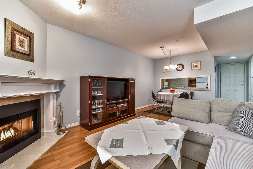 Condo Apartment at 303 518 THIRTEENTH STREET, Unit 303, New Westminster, British Columbia. Image 3