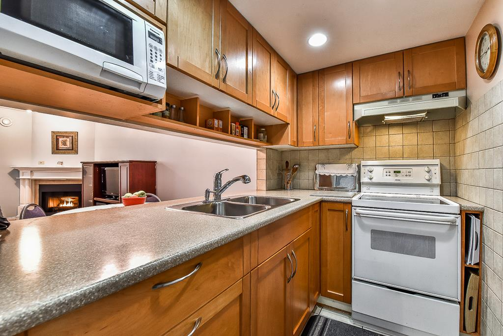 Condo Apartment at 303 518 THIRTEENTH STREET, Unit 303, New Westminster, British Columbia. Image 9