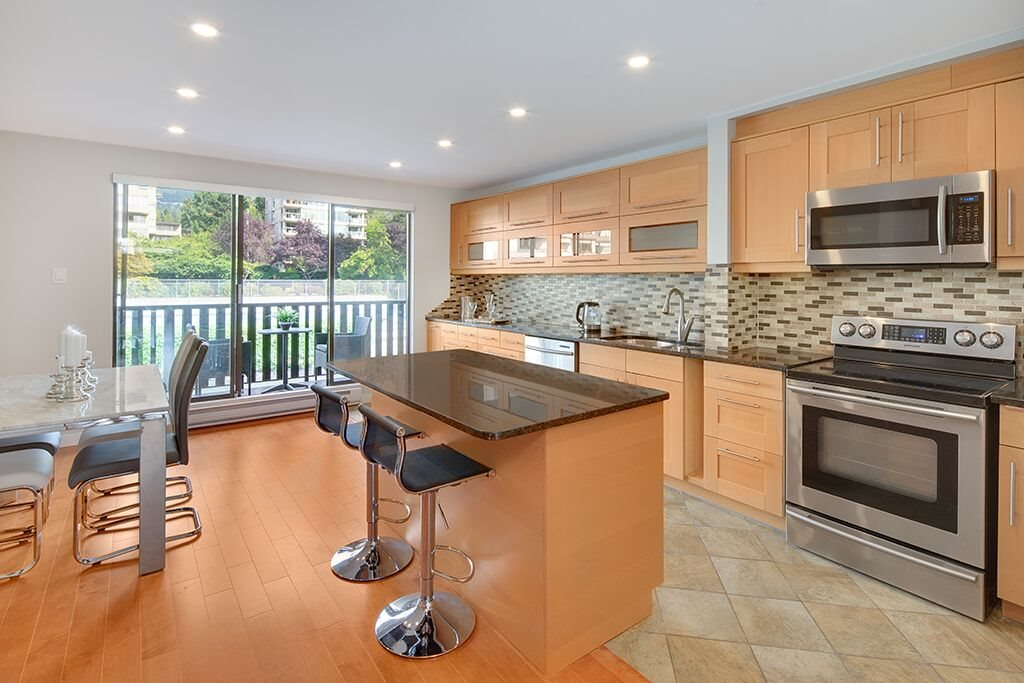 Townhouse at 1463 CLYDE AVENUE, West Vancouver, British Columbia. Image 5