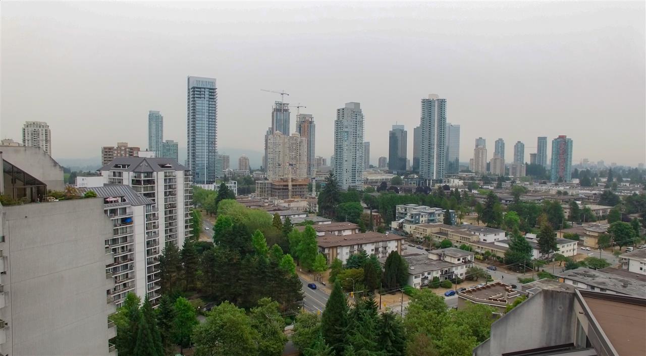 Condo Apartment at 901 4194 MAYWOOD STREET, Unit 901, Burnaby South, British Columbia. Image 2