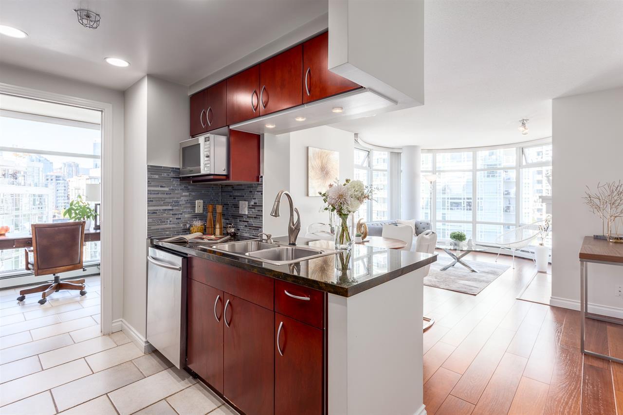 Condo Apartment at 1705 1199 MARINASIDE CRESCENT, Unit 1705, Vancouver West, British Columbia. Image 4