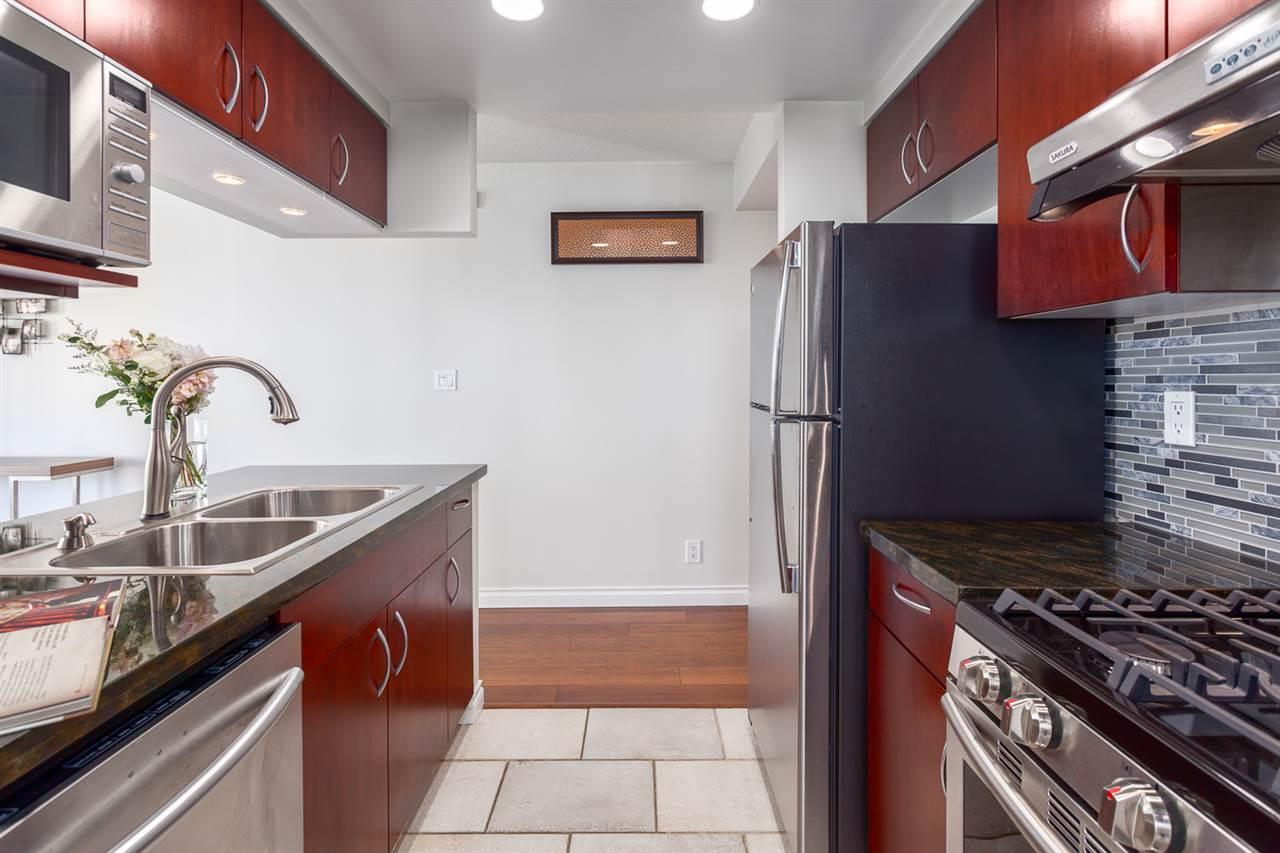 Condo Apartment at 1705 1199 MARINASIDE CRESCENT, Unit 1705, Vancouver West, British Columbia. Image 5