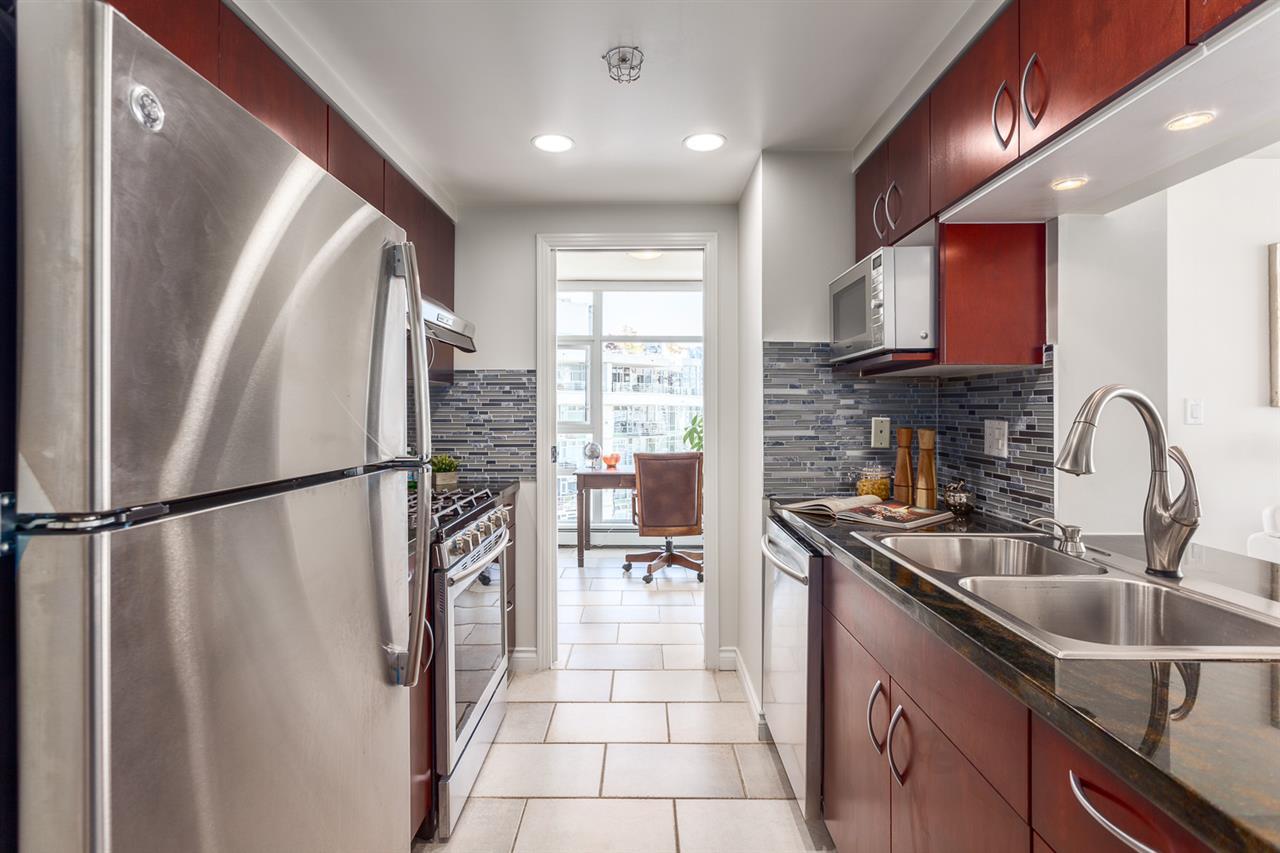 Condo Apartment at 1705 1199 MARINASIDE CRESCENT, Unit 1705, Vancouver West, British Columbia. Image 6