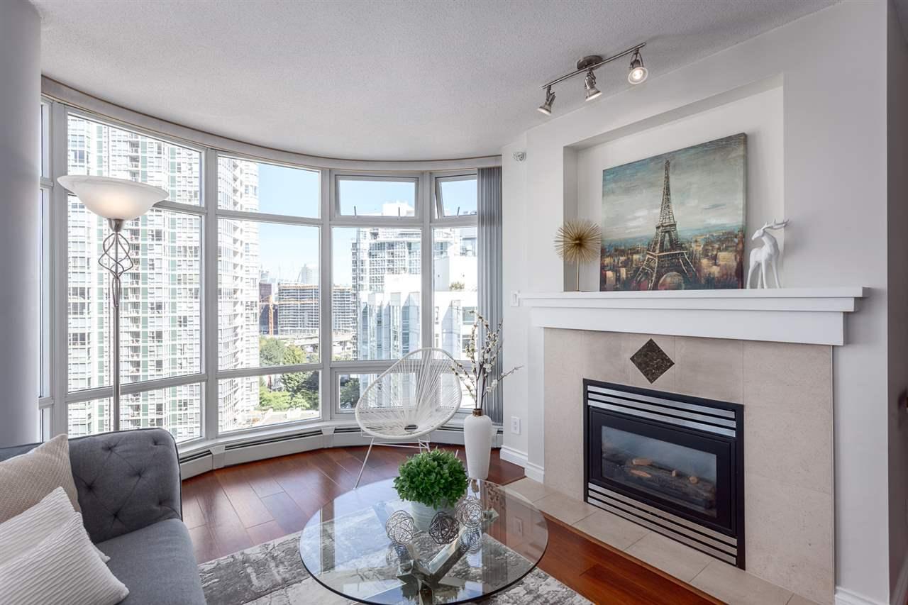 Condo Apartment at 1705 1199 MARINASIDE CRESCENT, Unit 1705, Vancouver West, British Columbia. Image 10