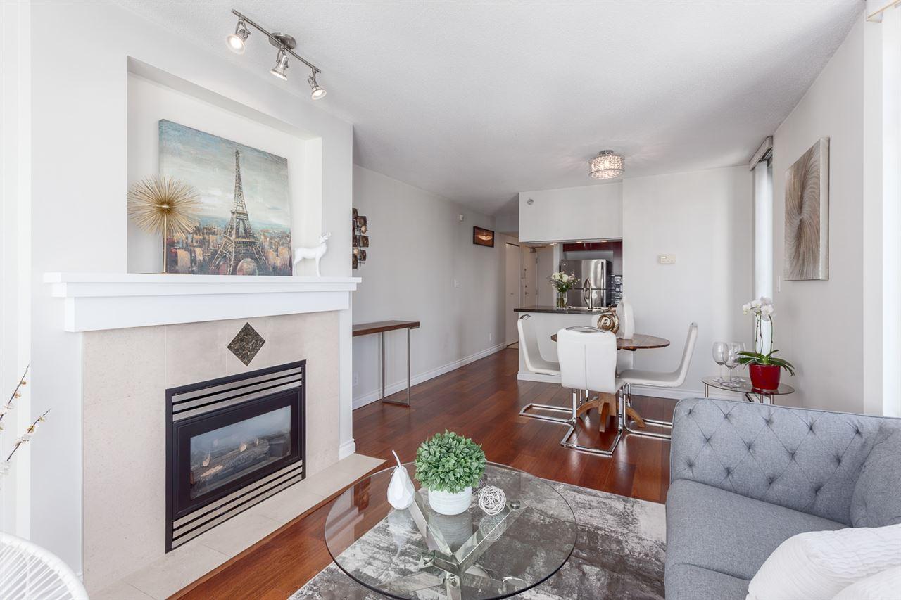 Condo Apartment at 1705 1199 MARINASIDE CRESCENT, Unit 1705, Vancouver West, British Columbia. Image 12