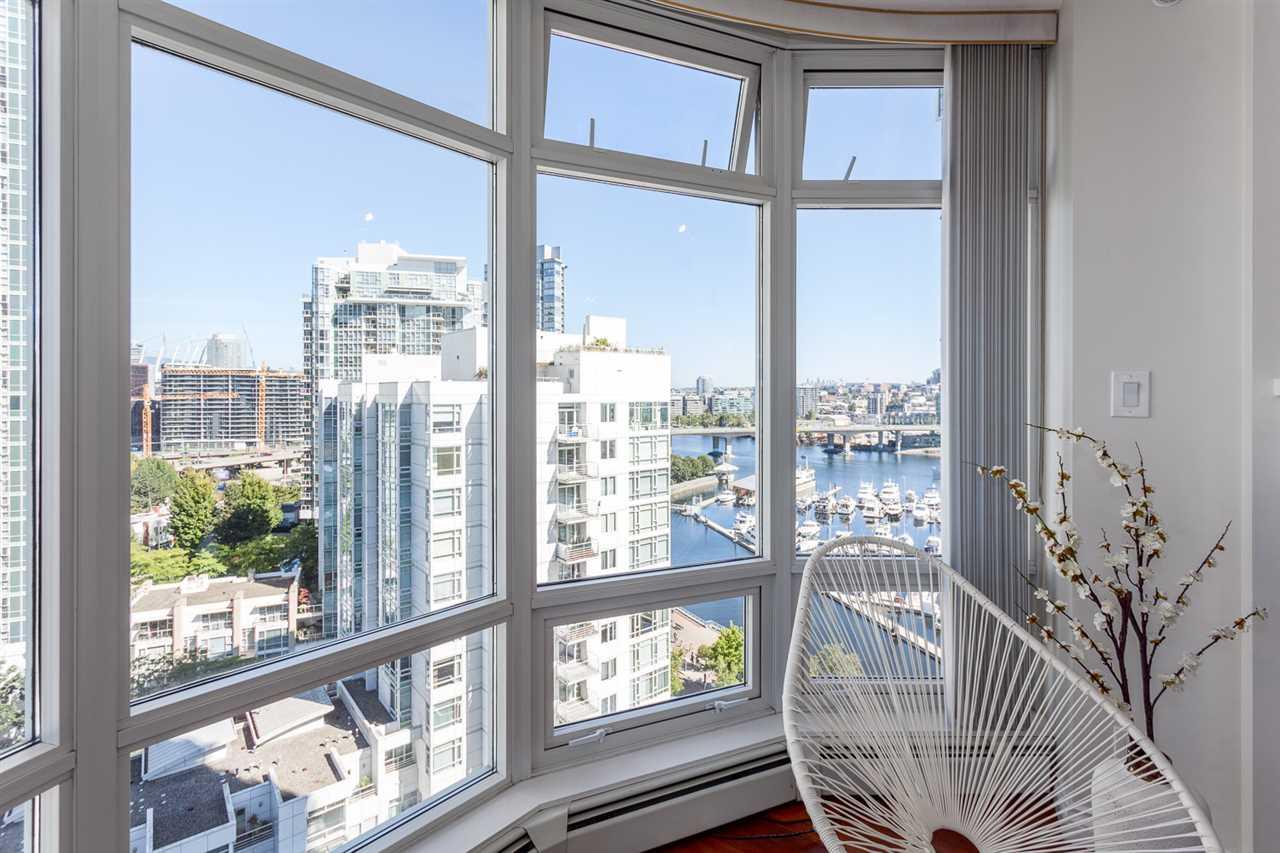 Condo Apartment at 1705 1199 MARINASIDE CRESCENT, Unit 1705, Vancouver West, British Columbia. Image 13