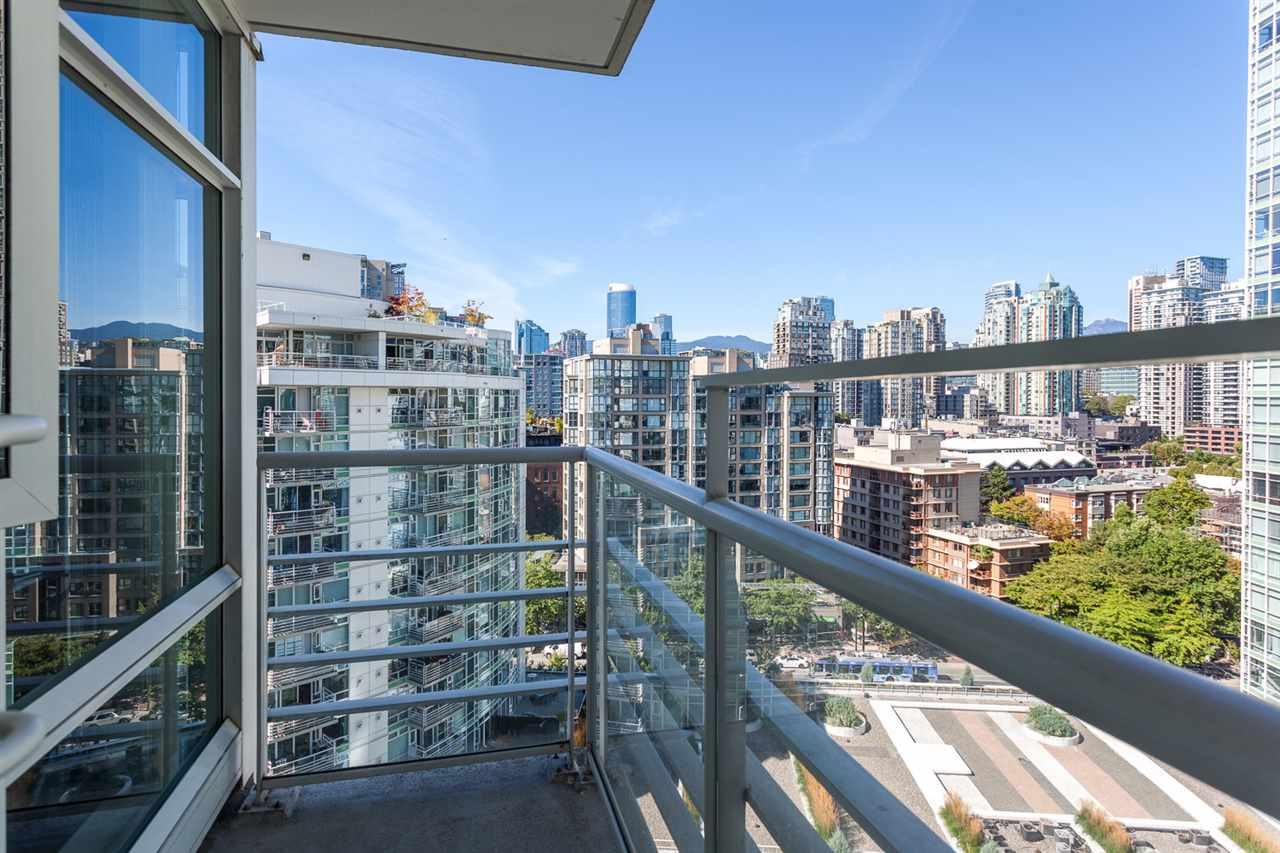 Condo Apartment at 1705 1199 MARINASIDE CRESCENT, Unit 1705, Vancouver West, British Columbia. Image 14