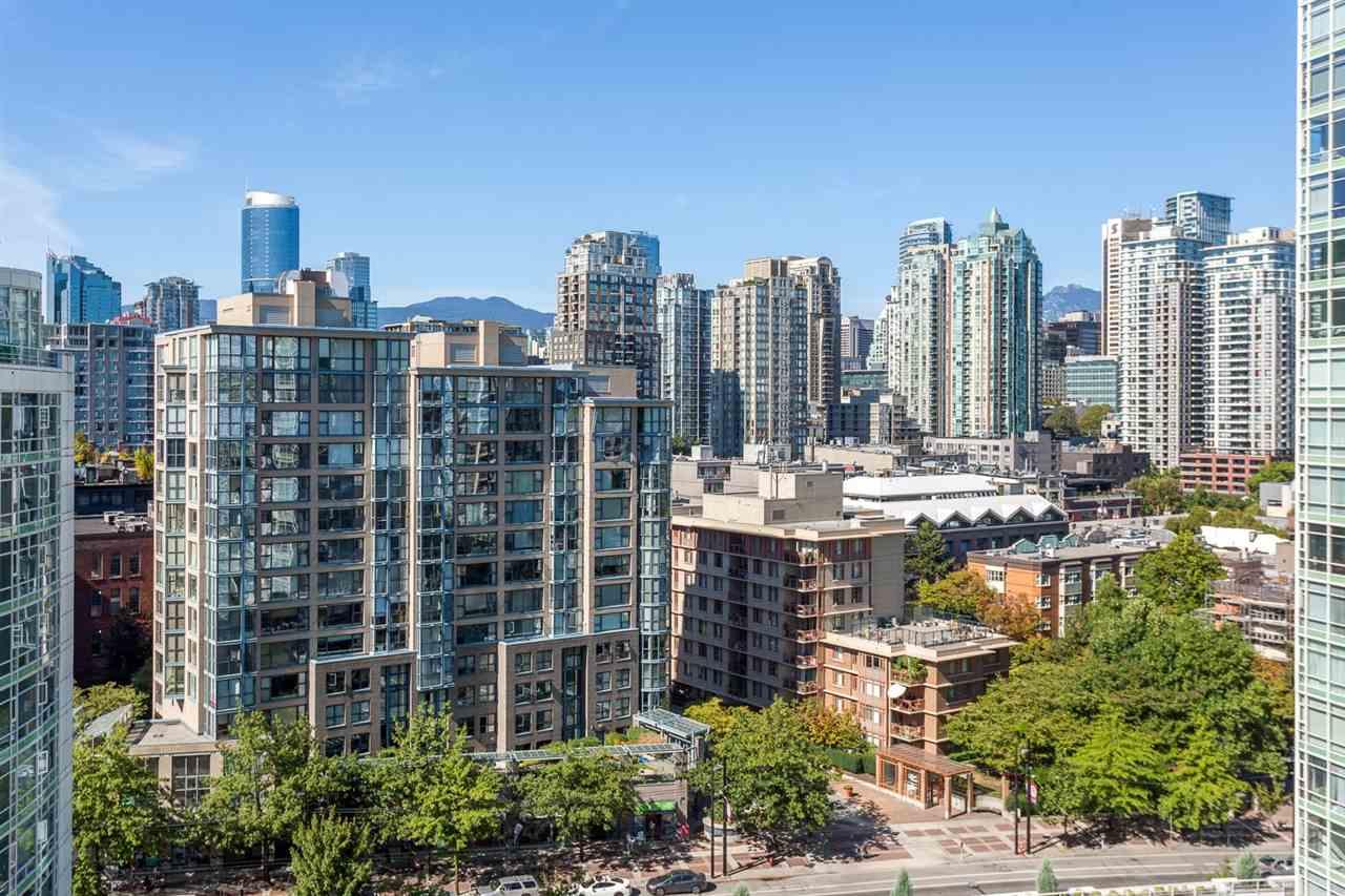 Condo Apartment at 1705 1199 MARINASIDE CRESCENT, Unit 1705, Vancouver West, British Columbia. Image 15