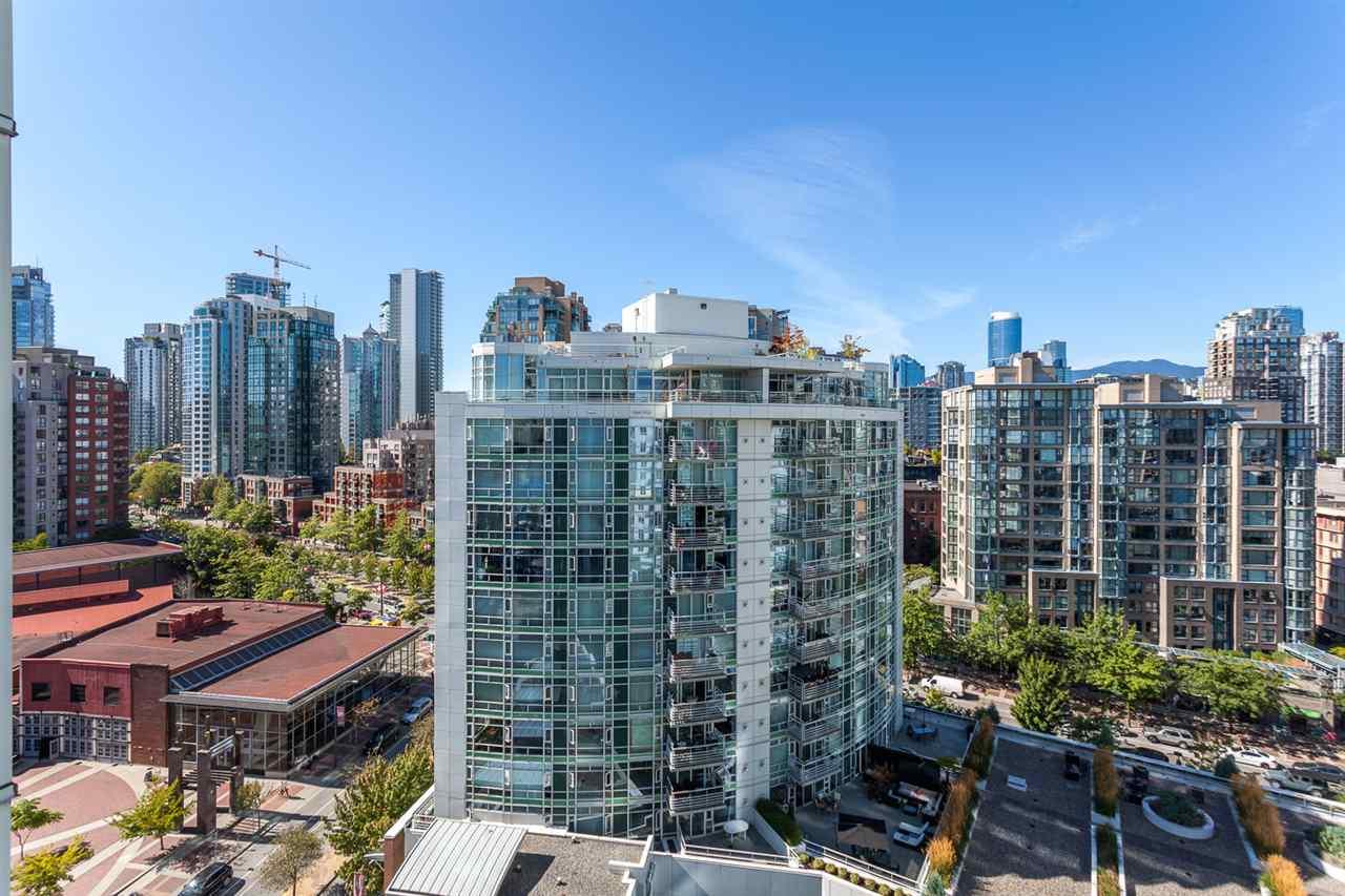 Condo Apartment at 1705 1199 MARINASIDE CRESCENT, Unit 1705, Vancouver West, British Columbia. Image 16