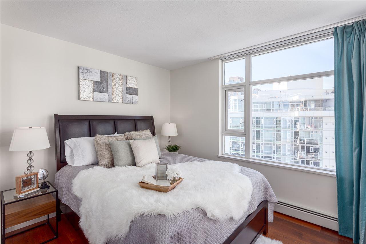 Condo Apartment at 1705 1199 MARINASIDE CRESCENT, Unit 1705, Vancouver West, British Columbia. Image 17