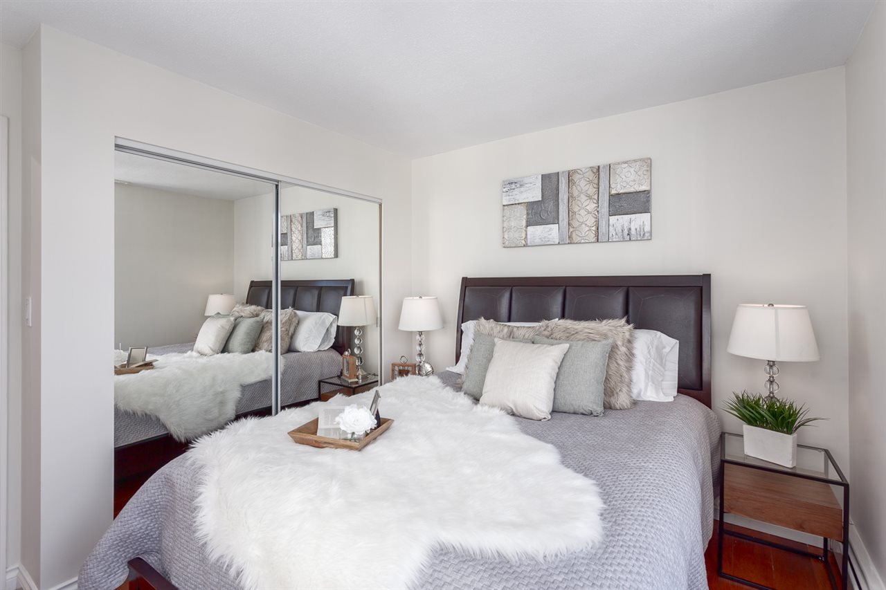 Condo Apartment at 1705 1199 MARINASIDE CRESCENT, Unit 1705, Vancouver West, British Columbia. Image 18