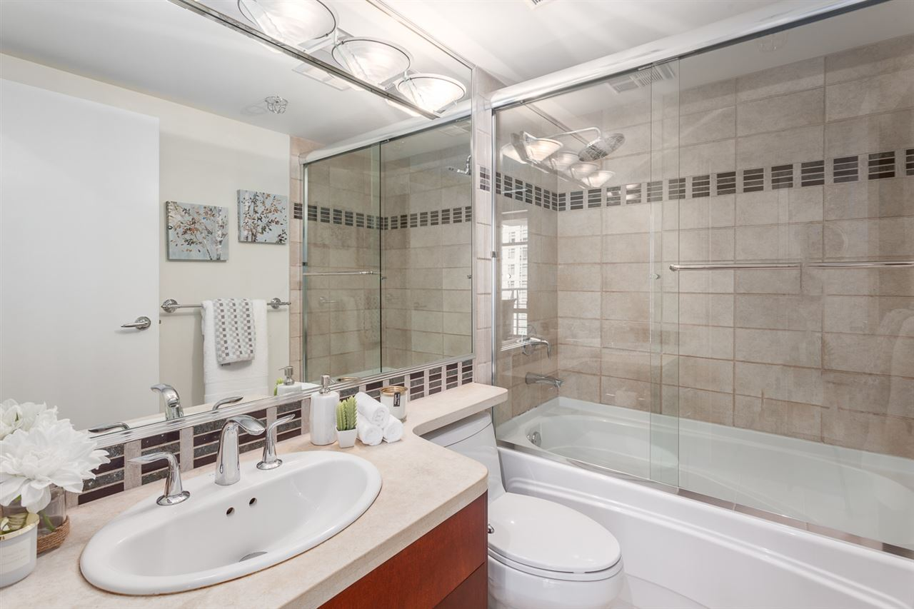 Condo Apartment at 1705 1199 MARINASIDE CRESCENT, Unit 1705, Vancouver West, British Columbia. Image 19