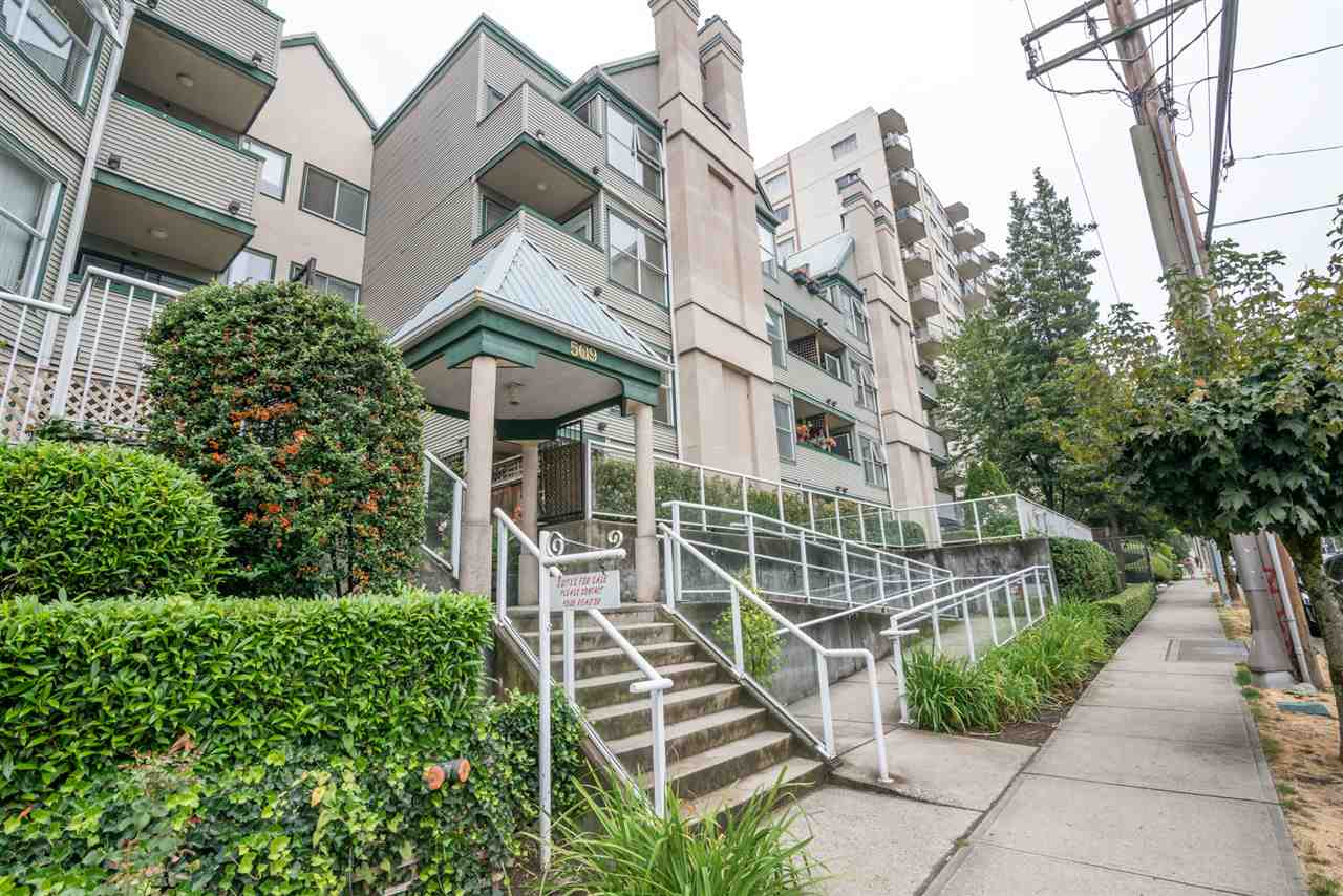 Condo Apartment at 305 509 CARNARVON STREET, Unit 305, New Westminster, British Columbia. Image 1