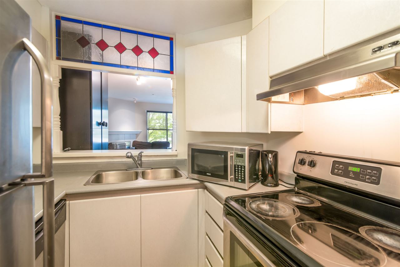 Condo Apartment at 305 509 CARNARVON STREET, Unit 305, New Westminster, British Columbia. Image 3