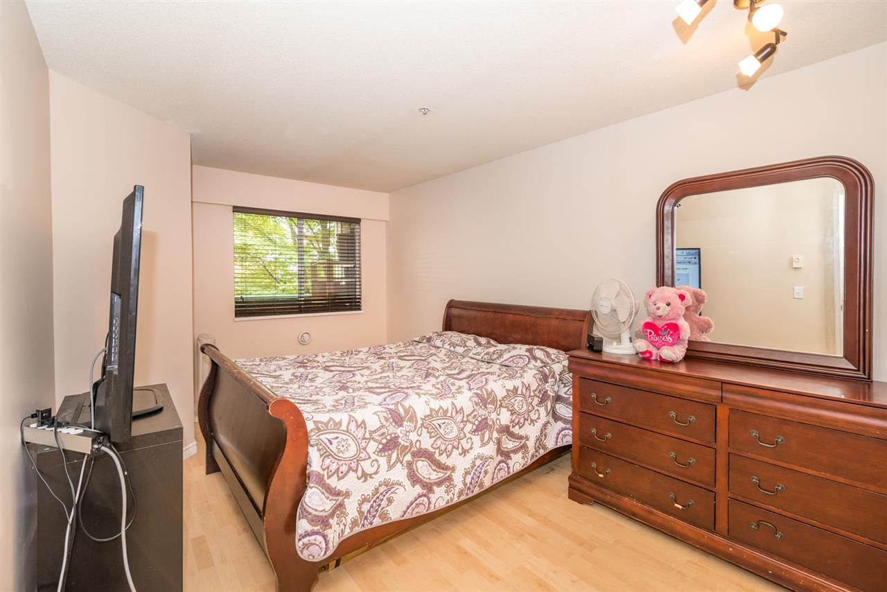 Condo Apartment at 305 509 CARNARVON STREET, Unit 305, New Westminster, British Columbia. Image 14