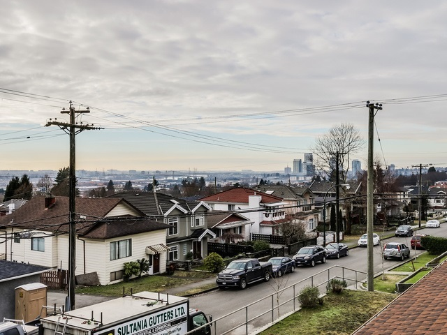 Half-duplex at 677 E 59TH AVENUE, Vancouver East, British Columbia. Image 12
