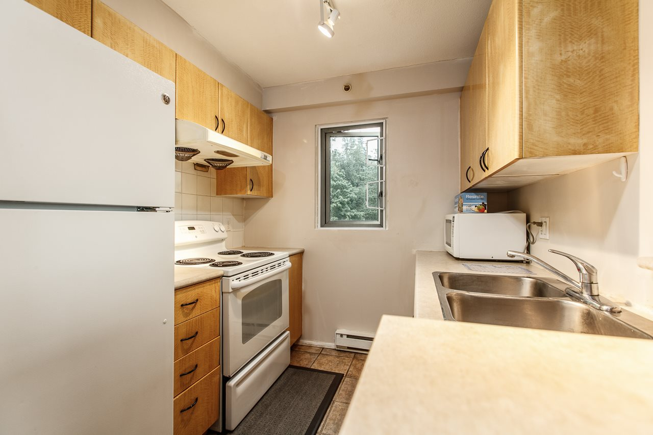 Condo Apartment at 701 2733 CHANDLERY PLACE, Unit 701, Vancouver East, British Columbia. Image 6