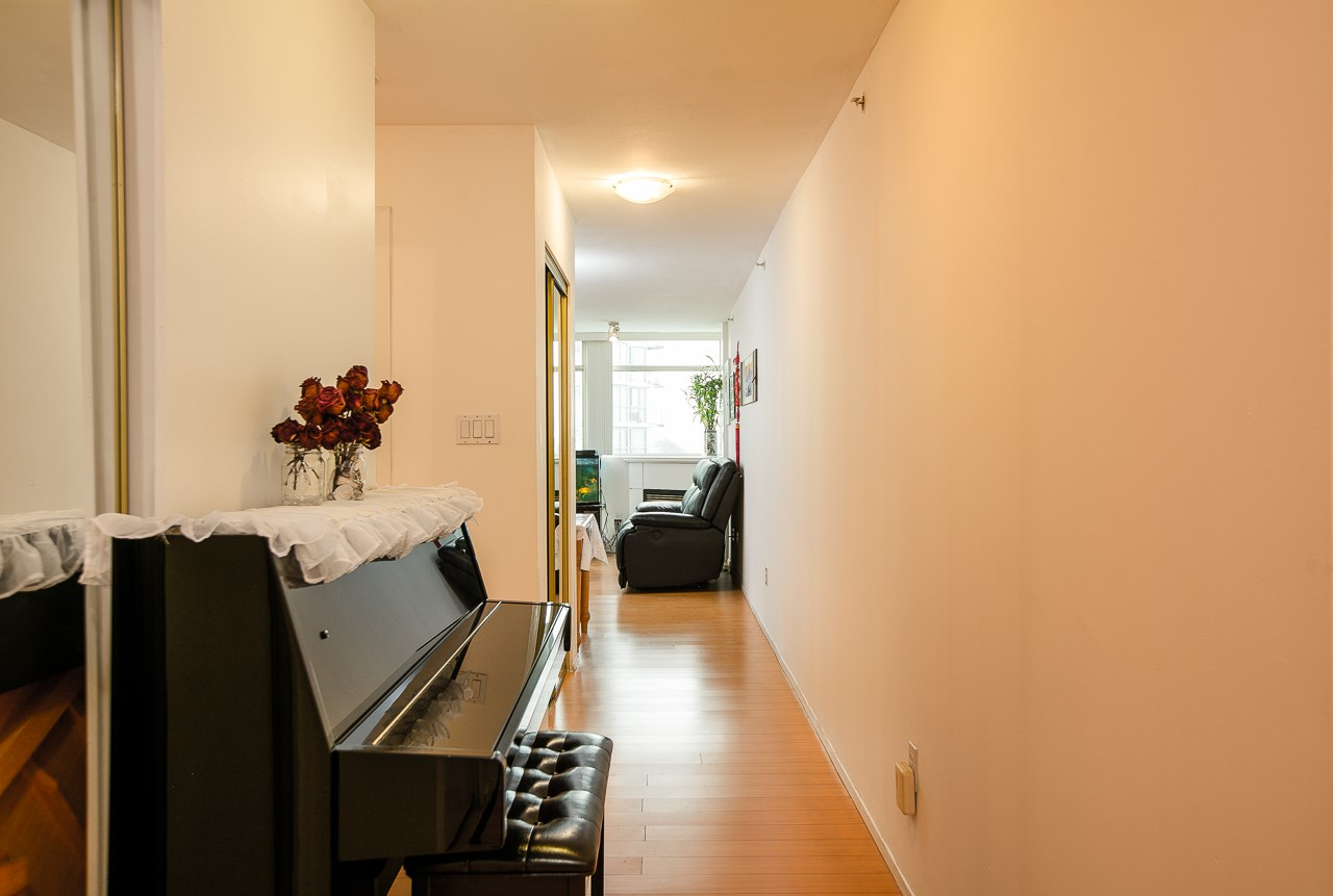 Condo Apartment at 701 2733 CHANDLERY PLACE, Unit 701, Vancouver East, British Columbia. Image 7