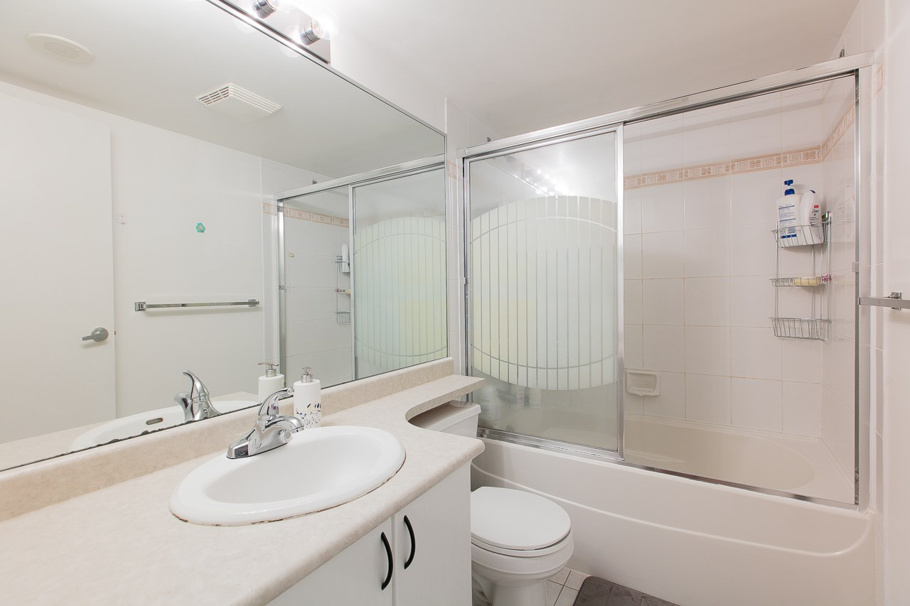 Condo Apartment at 701 2733 CHANDLERY PLACE, Unit 701, Vancouver East, British Columbia. Image 9