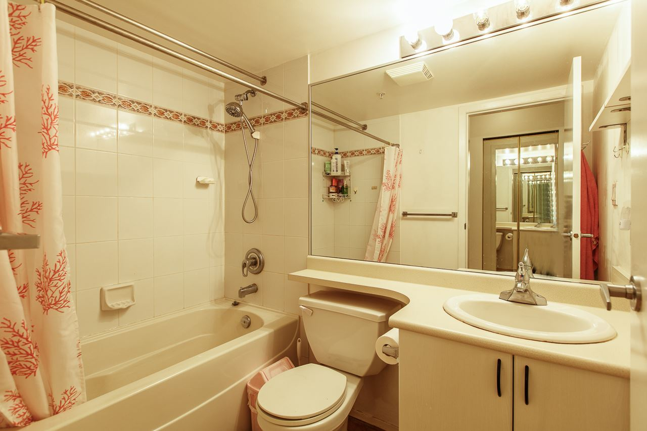 Condo Apartment at 701 2733 CHANDLERY PLACE, Unit 701, Vancouver East, British Columbia. Image 11