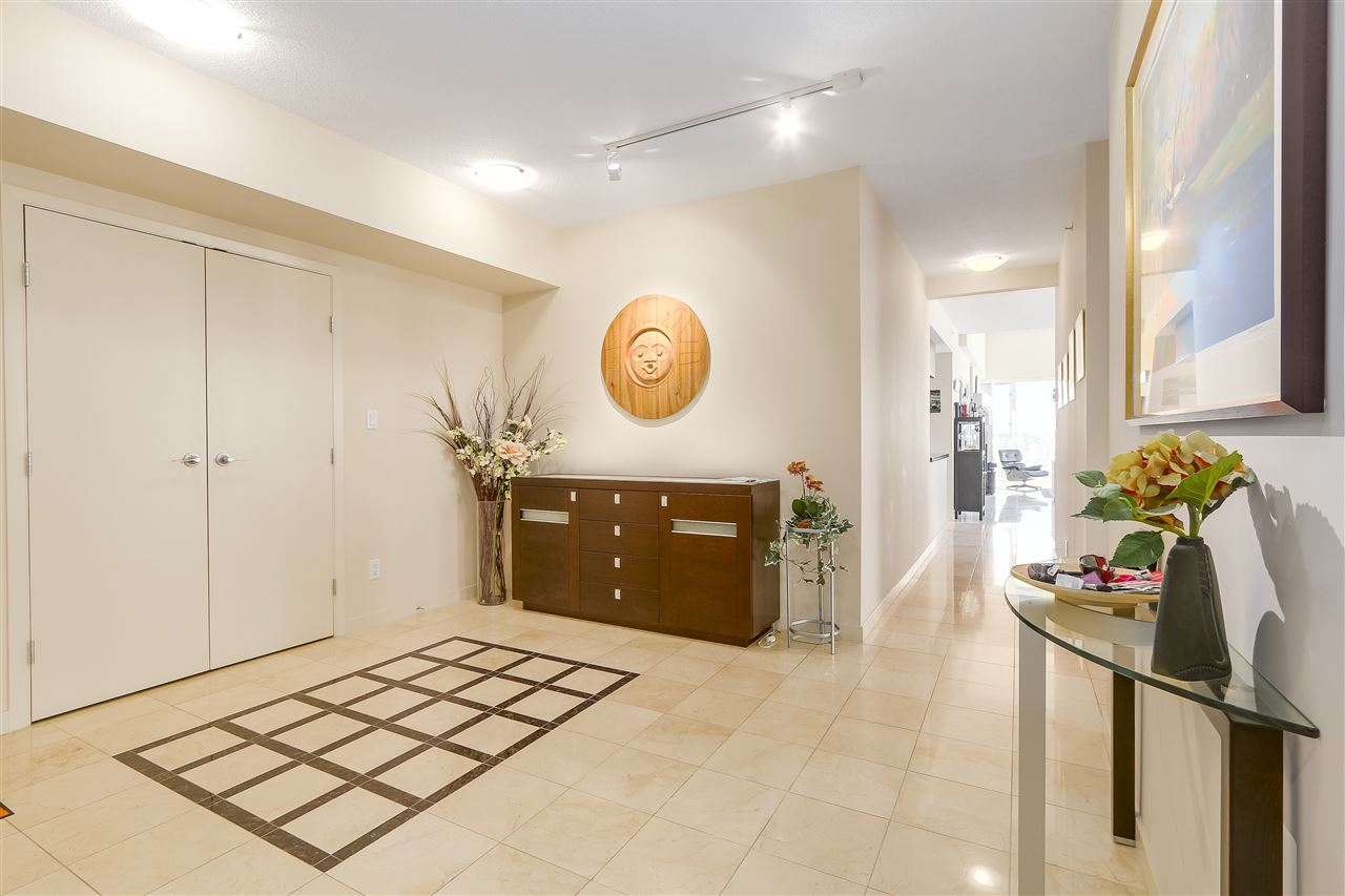 Condo Apartment at 3905 1033 MARINASIDE CRESCENT, Unit 3905, Vancouver West, British Columbia. Image 3