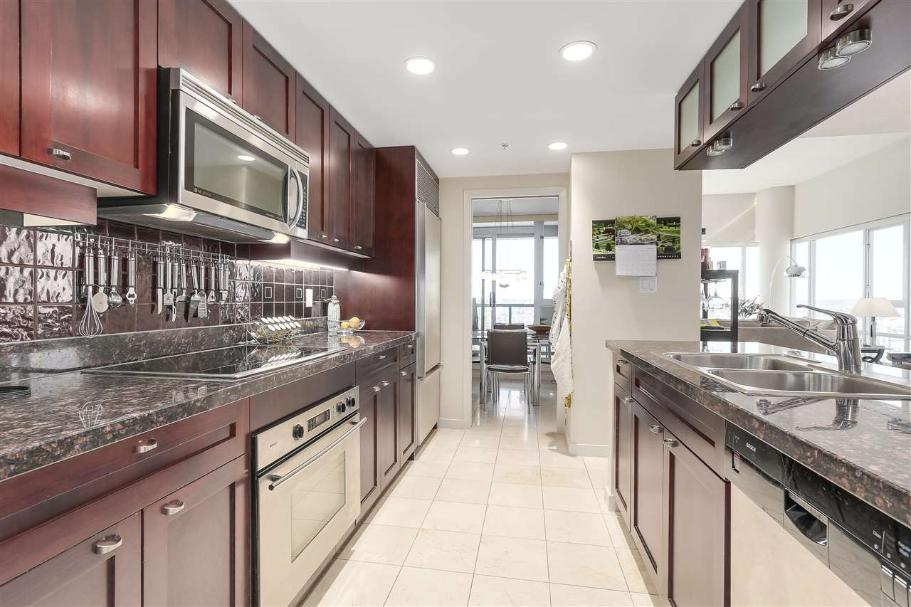 Condo Apartment at 3905 1033 MARINASIDE CRESCENT, Unit 3905, Vancouver West, British Columbia. Image 11