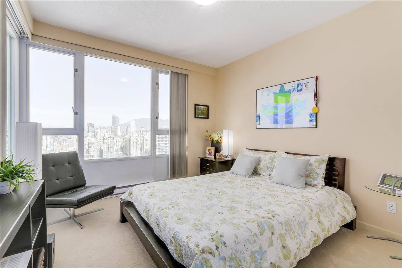 Condo Apartment at 3905 1033 MARINASIDE CRESCENT, Unit 3905, Vancouver West, British Columbia. Image 12