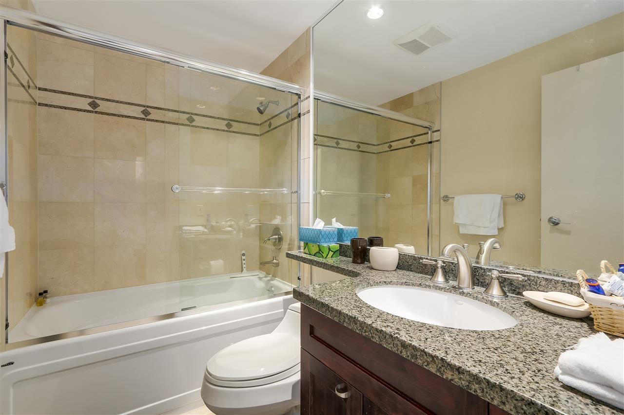 Condo Apartment at 3905 1033 MARINASIDE CRESCENT, Unit 3905, Vancouver West, British Columbia. Image 13