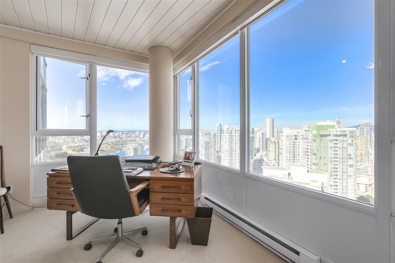 Condo Apartment at 3905 1033 MARINASIDE CRESCENT, Unit 3905, Vancouver West, British Columbia. Image 16