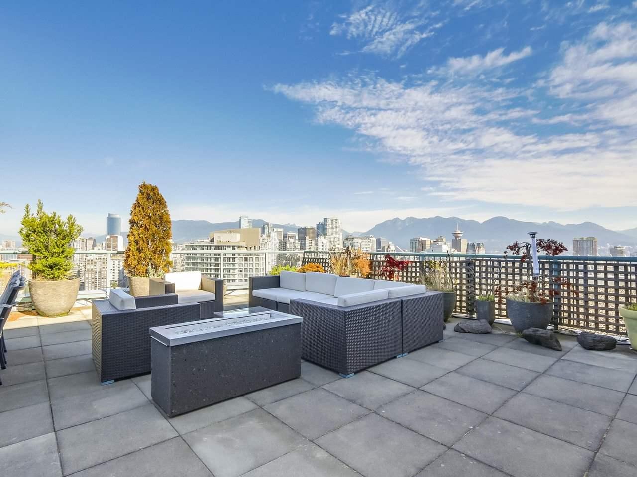Condo Apartment at 3905 1033 MARINASIDE CRESCENT, Unit 3905, Vancouver West, British Columbia. Image 18