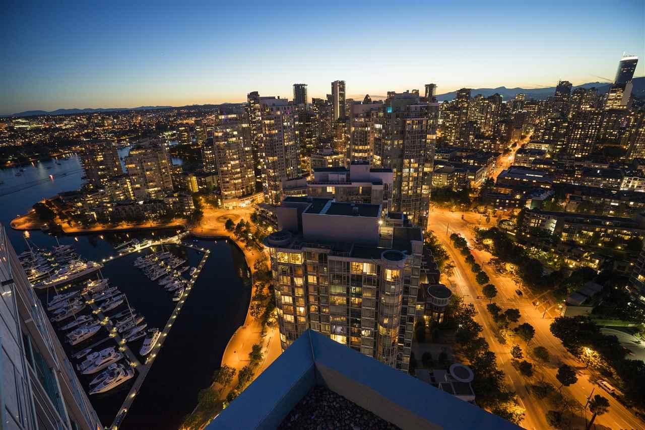 Condo Apartment at 3905 1033 MARINASIDE CRESCENT, Unit 3905, Vancouver West, British Columbia. Image 19
