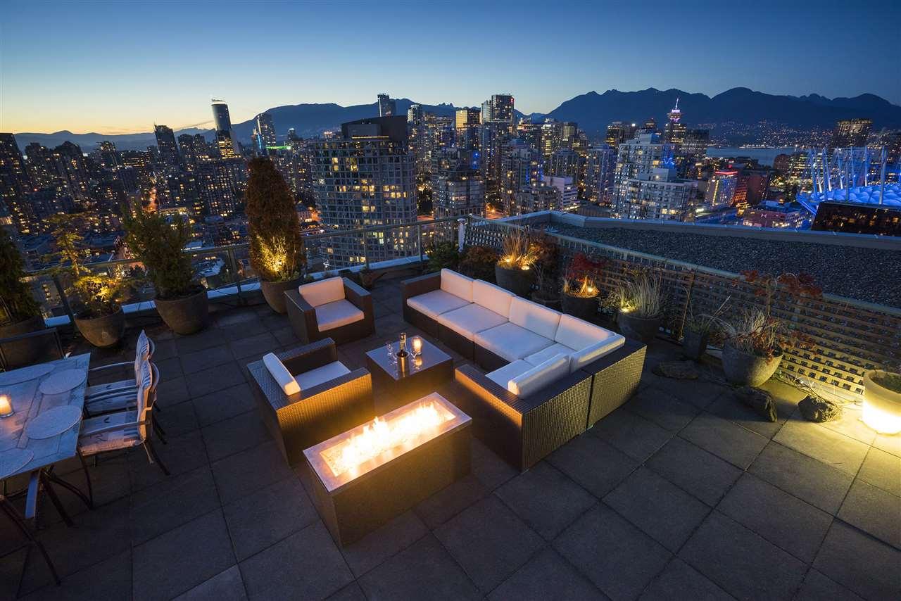 Condo Apartment at 3905 1033 MARINASIDE CRESCENT, Unit 3905, Vancouver West, British Columbia. Image 20