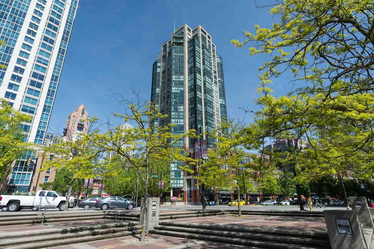Condo Apartment at 2202 289 DRAKE STREET, Unit 2202, Vancouver West, British Columbia. Image 2