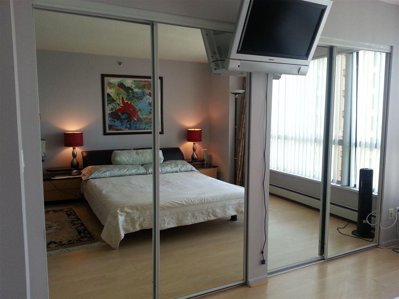 Condo Apartment at 2202 289 DRAKE STREET, Unit 2202, Vancouver West, British Columbia. Image 7