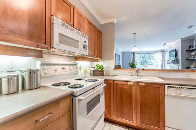 Condo Apartment at 307 2575 W 4TH AVENUE, Unit 307, Vancouver West, British Columbia. Image 7