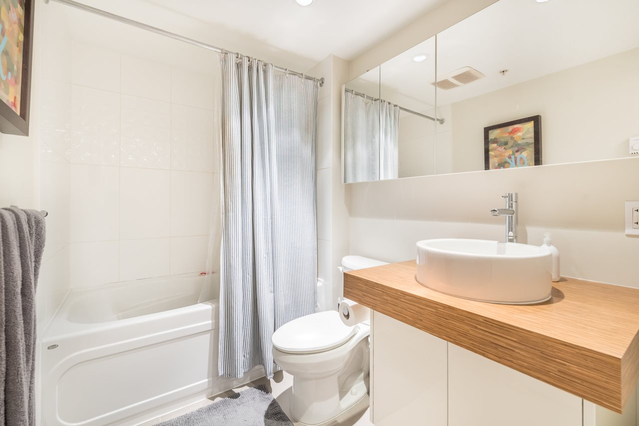 Condo Apartment at 808 168 POWELL STREET, Unit 808, Vancouver East, British Columbia. Image 2