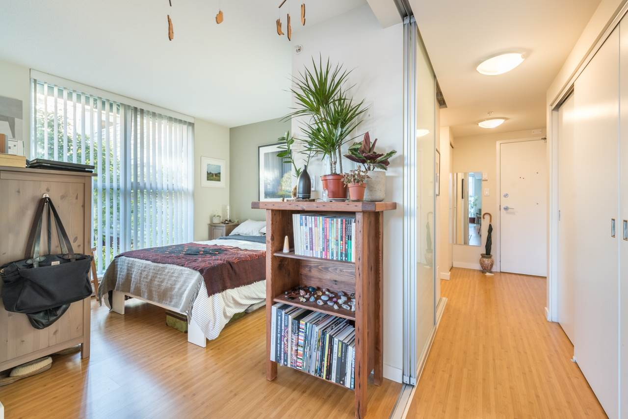 Condo Apartment at 808 168 POWELL STREET, Unit 808, Vancouver East, British Columbia. Image 4