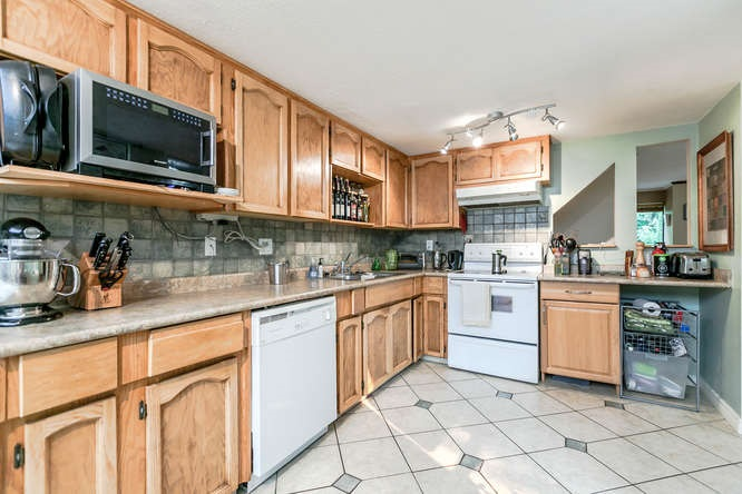 Townhouse at 8563 FLOWERING PLACE, Burnaby North, British Columbia. Image 6
