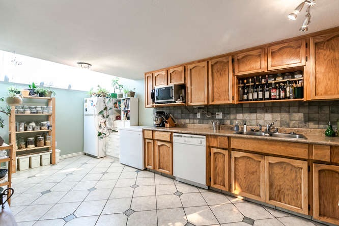 Townhouse at 8563 FLOWERING PLACE, Burnaby North, British Columbia. Image 7