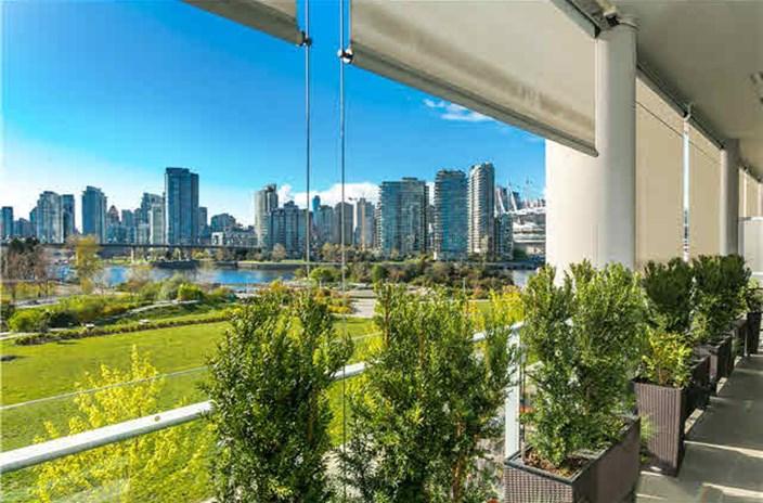 Condo Apartment at 404 1616 COLUMBIA STREET, Unit 404, Vancouver West, British Columbia. Image 1