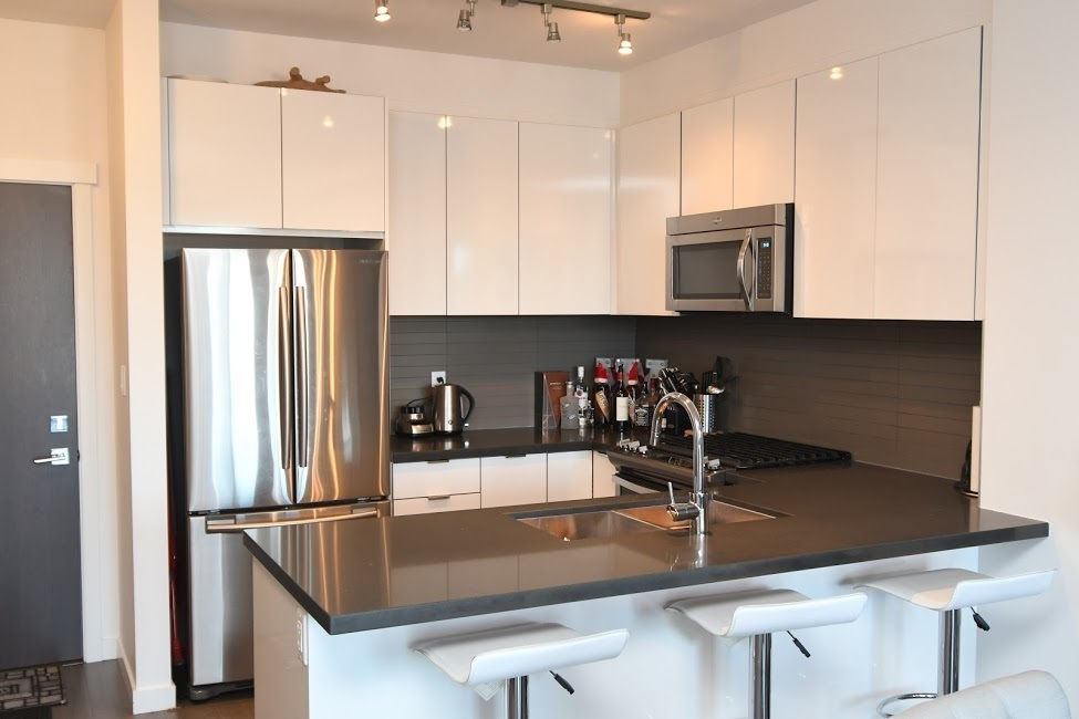 Condo Apartment at 221 15168 33 AVENUE, Unit 221, South Surrey White Rock, British Columbia. Image 2